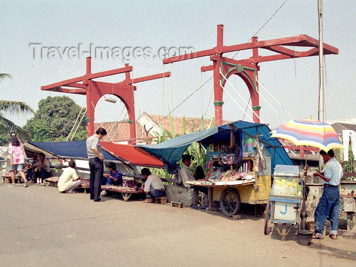 indonesia30: Indonesia - Java - Jakarta / Djakarta:  the old Holland Bridge - De oude Hollandse ophaalbrug - canal Kali Besar - photo by M.Bergsma - (c) Travel-Images.com - Stock Photography agency - Image Bank