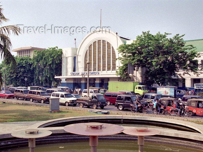 indonesia31: Java - Jakarta: Stasiun Jakartakota - train station - photo by M.Bergsma - (c) Travel-Images.com - Stock Photography agency - Image Bank