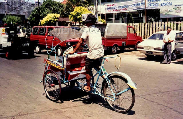 indonesia37: Java - Solo, Indonesia: trishaw - photo by G.Frysinger - (c) Travel-Images.com - Stock Photography agency - Image Bank