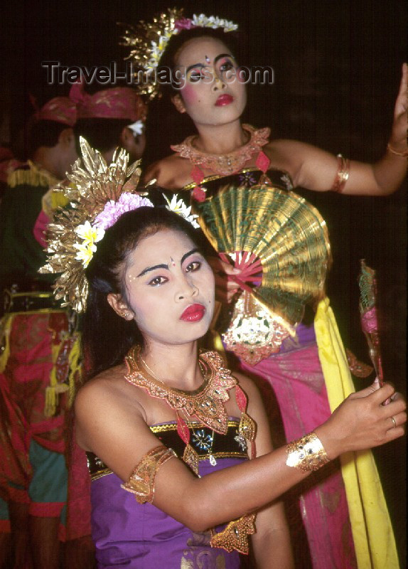 indonesia4: Indonesia - Bali: traditional dancers (photo by Mona Sturges) - (c) Travel-Images.com - Stock Photography agency - Image Bank