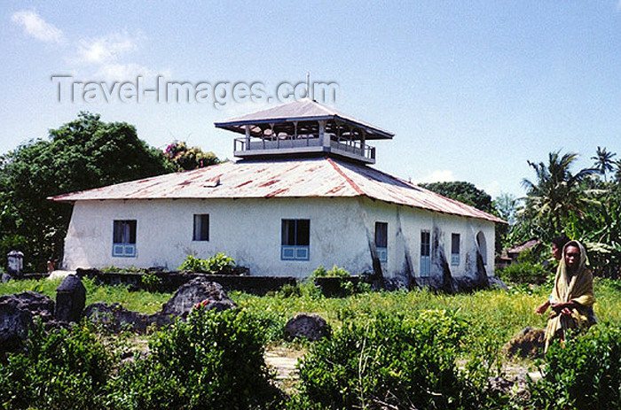 indonesia55: Indonesia - Pulau Gorong island (Watubela islands, Moluccas): mosque - photo by G.Frysinger - (c) Travel-Images.com - Stock Photography agency - Image Bank