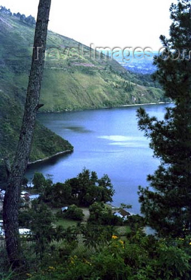 indonesia67: Indonesia - North Sumatra: Lake Toba / Danau Toba - the large volcanic caldera seen from the rim - photo by G.Frysinger - (c) Travel-Images.com - Stock Photography agency - Image Bank