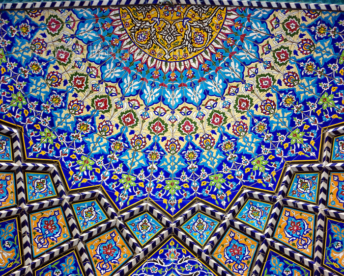 iran1: Isfahan / Esfahan / Ispahan / Isphahan / IFN - Iran: Imam / Shah Mosque - decorative tiles inside a half dome - floral design - tiles - photo by N.Mahmudova - (c) Travel-Images.com - Stock Photography agency - Image Bank