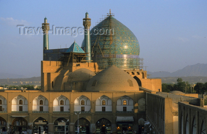 iran10: Isfahan / Esfahan - Iran: Imam / Shah Mosque seen from Ali Qapu Palace - built during the Safavid period - Naghsh-i Jahan Square - Masdjid-e Imam - UNESCO World Heritage Site - photo by W.Allgower  - (c) Travel-Images.com - Stock Photography agency - Image Bank