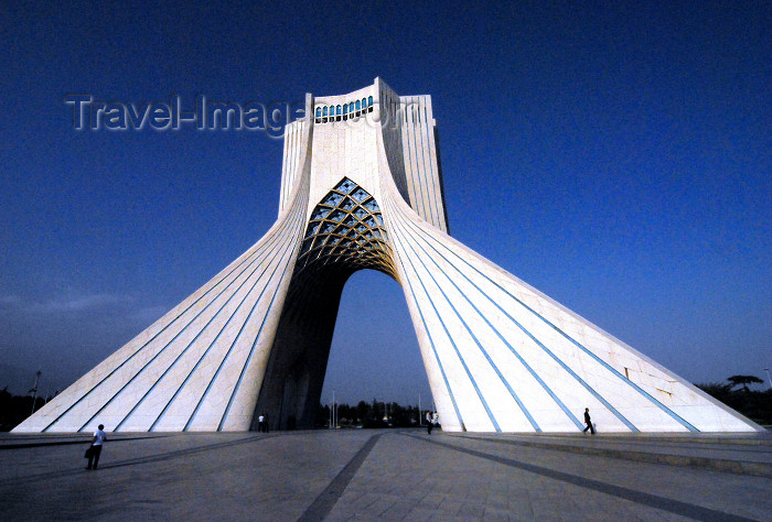 iran123: Tehran, Iran: Shahyad Monument - built by by the Shah to commemorate Persia's 2500th anniversary - Azadi square - photo by M.Torres                                     - (c) Travel-Images.com - Stock Photography agency - Image Bank