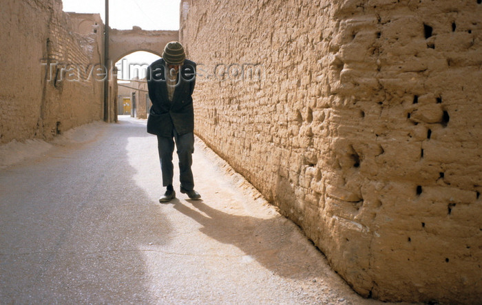 iran127: Iran - Yazd: an elderly man slowly walks along the old streets of the desert city - photo by W.Allgower - (c) Travel-Images.com - Stock Photography agency - Image Bank