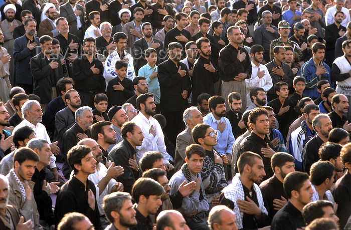 iran144: Iran - Isfahan: Naghsh-i Jahan Square - Day of Ashura - crowd mourning - 10th day of Muharram in the Islamic calendar - photo by W.Allgower - (c) Travel-Images.com - Stock Photography agency - Image Bank