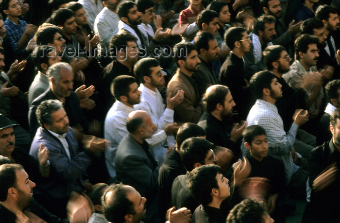 iran149: Iran - Isfahan: Naghsh-i Jahan Square - Day of Ashura -Shi'a Muslims strike their chests during the Remembrance of Muharram - photo by W.Allgower - (c) Travel-Images.com - Stock Photography agency - Image Bank