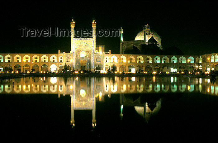 iran15: Iran - Isfahan: Imam Mosque - Masjed-E Emam - reflection in the pond - nocturnal - Naghsh-i Jahan Square - photo by W.Allgower - (c) Travel-Images.com - Stock Photography agency - Image Bank