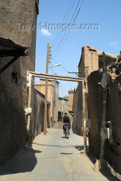iran155: Iran - Shiraz: narrow alley - photo by M.Torres - (c) Travel-Images.com - Stock Photography agency - Image Bank