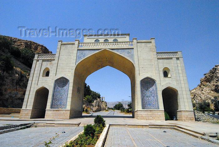 iran159: Iran - Shiraz: Quran Gate - Haft tanan and Rabnni-ye shirazi crossing - photo by M.Torres - (c) Travel-Images.com - Stock Photography agency - Image Bank