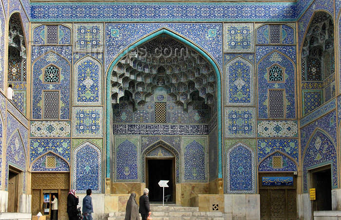 iran16: Isfahan / Esfahan - Iran: densely decorated Mosque entrance - Sheikh Loftollah mosque - Lotfollah - Unesco world heritage site - photo by N.Mahmudova - (c) Travel-Images.com - Stock Photography agency - Image Bank
