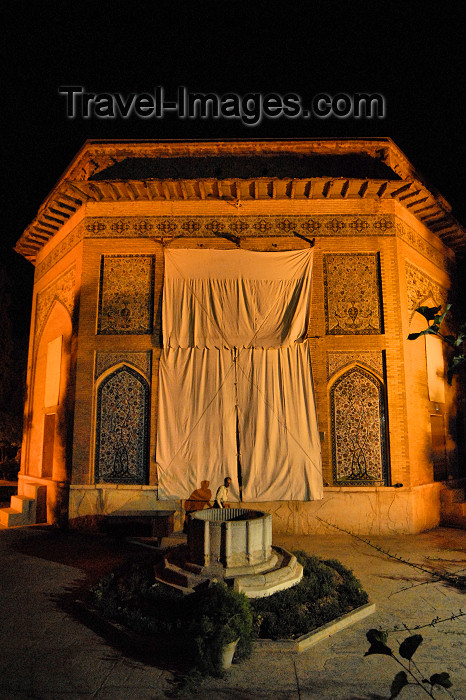 iran178: Iran - Shiraz: Pars Museum at night - Karimkhan Ave. - photo by M.Torres - (c) Travel-Images.com - Stock Photography agency - Image Bank