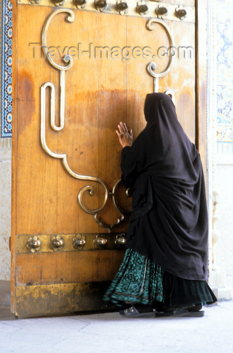 iran242: Iran - Shiraz: Shah-e-Cheragh mausoleum - tomb of Mir Sayyed Ahmad and Mir Muhammad, brothers of the eight Iman, Reza - woman kissing the door - photo by W.Allgower - (c) Travel-Images.com - Stock Photography agency - Image Bank