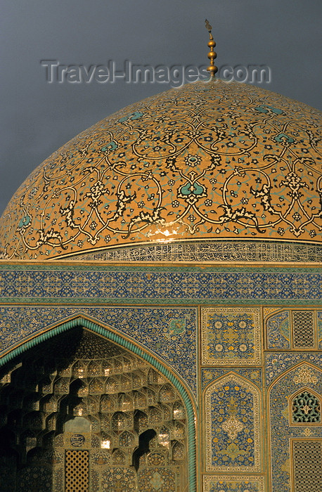 iran27: Iran - Isfahan: Sheikh Lotf Allah Mosque - tile decorated dome - photo by W.Allgower - (c) Travel-Images.com - Stock Photography agency - Image Bank