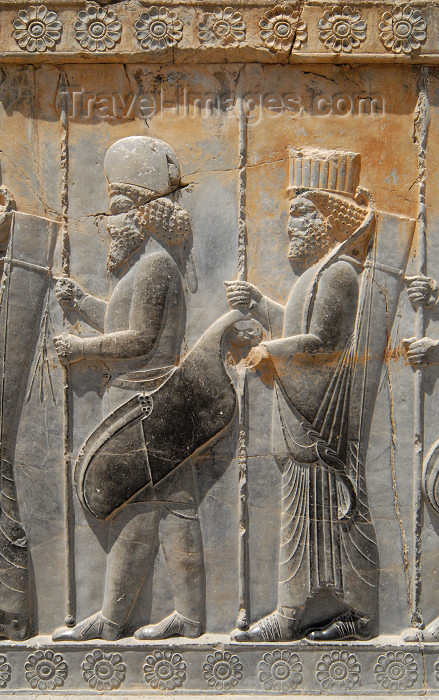 iran289: Iran - Persepolis: Hall of 100 columns - gate - soldiers - with the round cap usually identified as Medians, with the straight cap as Persians - photo by M.Torres - (c) Travel-Images.com - Stock Photography agency - Image Bank