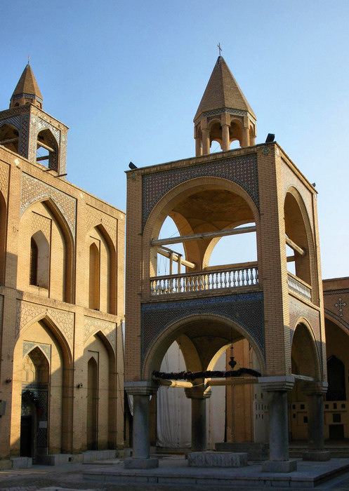 iran29: Isfahan / Esfahan, Iran: freestanding belfry of Vank Cathedral, Kelisa-e Vank - Armenian Orthodox Church - Jolfa, the Armenian quarter - photo by N.Mahmudova - (c) Travel-Images.com - Stock Photography agency - Image Bank