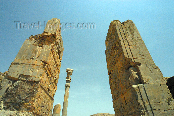 iran291: Iran - Persepolis: Hall of 100 columns - aka Throne Hall - collapsed portico - photo by M.Torres - (c) Travel-Images.com - Stock Photography agency - Image Bank