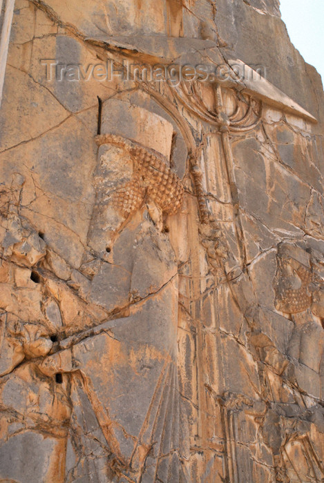 iran303: Iran - Persepolis: Palace of Xerxes - portico - Xerxers leaves the building, attended by people carrying a parasol - court scene - photo by M.Torres - (c) Travel-Images.com - Stock Photography agency - Image Bank