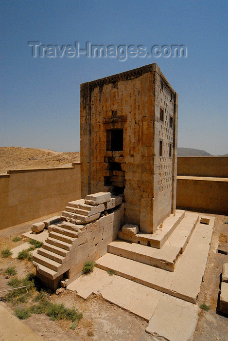 iran333: Iran - Naqsh-e Rustam: stone tower - Ka'bah-i Zardusht - Zarathustra's kaaba - square structure built of blocks of white hewn limestone - photo by M.Torres - (c) Travel-Images.com - Stock Photography agency - Image Bank