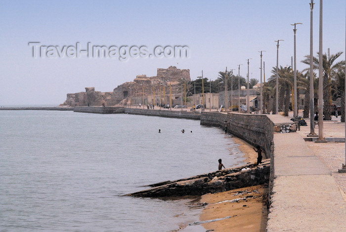iran349: Iran - Hormuz island: the corniche, leading to the Portuguese castle of Nossa Senhora da Victoria - photo by M.Torres - (c) Travel-Images.com - Stock Photography agency - Image Bank