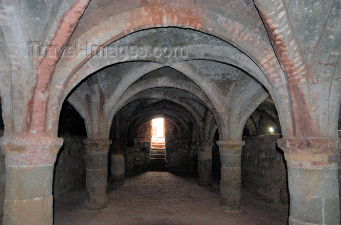 iran358: Iran - Hormuz island: beautifully simple vaulted ceilings of the underground church - Portuguese castle - photo by M.Torres - (c) Travel-Images.com - Stock Photography agency - Image Bank