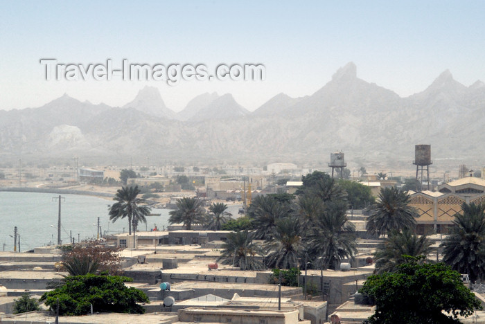 iran363: Iran - Hormuz / Hormoz island: roof tops and montains - photo by M.Torres - (c) Travel-Images.com - Stock Photography agency - Image Bank