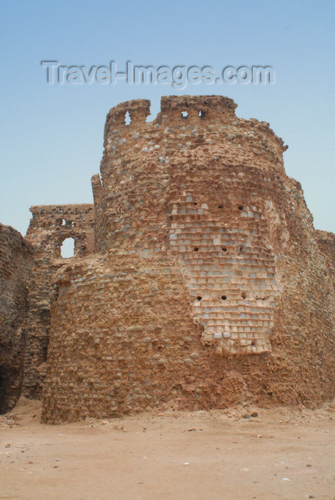 iran368: Iran - Hormuz island: one of the towers of the Portuguese fort - photo by M.Torres - (c) Travel-Images.com - Stock Photography agency - Image Bank