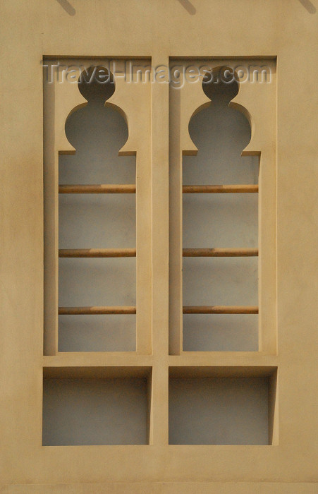 iran388: Iran -  Bandar Abbas: elegant window - photo by M.Torres - (c) Travel-Images.com - Stock Photography agency - Image Bank