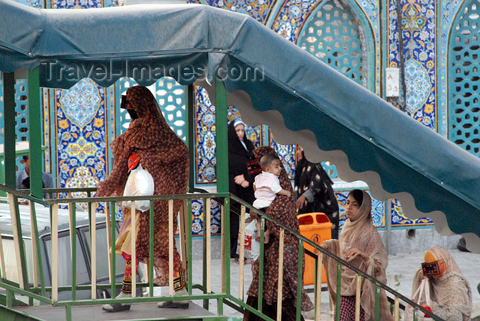iran393: Iran -  Bandar Abbas: masqued women arrive at the main Sunni mosque (borqas) - photo by M.Torres - (c) Travel-Images.com - Stock Photography agency - Image Bank