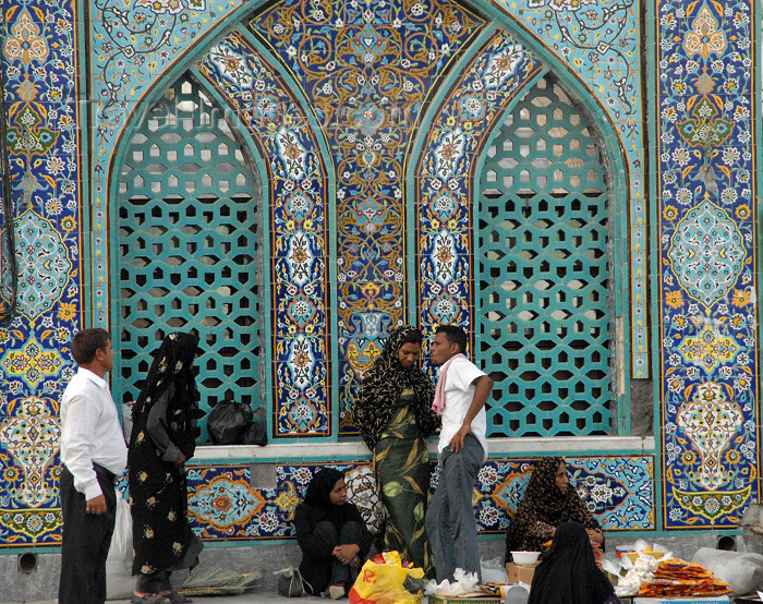 iran395: Iran - Bandar Abbas: improvised market at main Sunni mosque - photo by M.Torres - (c) Travel-Images.com - Stock Photography agency - Image Bank