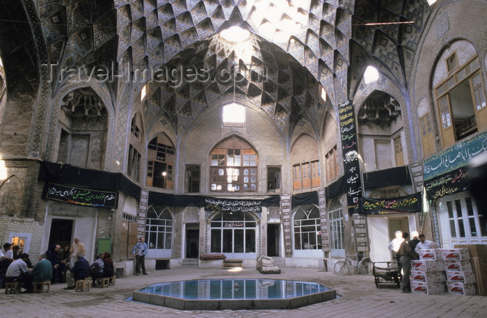 iran404: Iran - Kashan, Isfahan province: fountain - Teemcheh-e-Amin o Dowleh - bazaar - photo by W.Allgower - (c) Travel-Images.com - Stock Photography agency - Image Bank