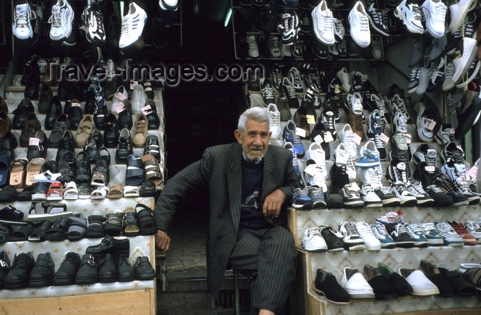 iran412: Iran - Kerman: shoe seller - black flag of the Shia - photo by W.Allgower - (c) Travel-Images.com - Stock Photography agency - Image Bank