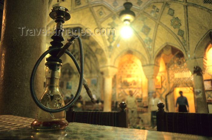 iran414: Iran - Kerman: tea house in the bazaar - water pipe - nargileh - photo by W.Allgower - (c) Travel-Images.com - Stock Photography agency - Image Bank