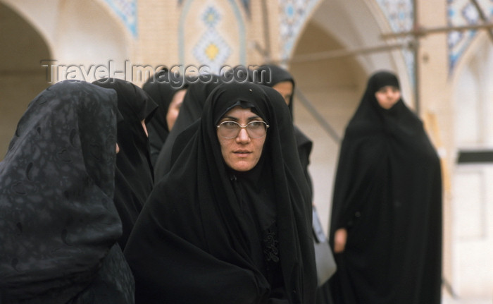 iran421: Iran: women wearing black chadors - photo by W.Allgower - (c) Travel-Images.com - Stock Photography agency - Image Bank