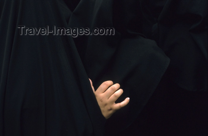 iran423: Iran: women - hand and black chadors - photo by W.Allgower - (c) Travel-Images.com - Stock Photography agency - Image Bank