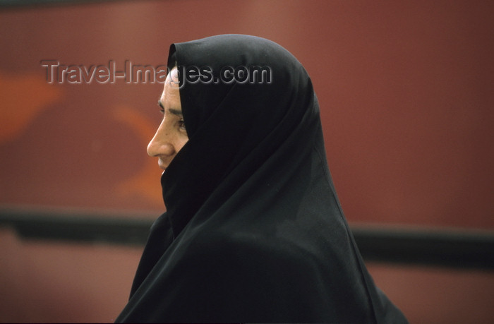 iran425: Iran: woman wearing a black chador - photo by W.Allgower - (c) Travel-Images.com - Stock Photography agency - Image Bank