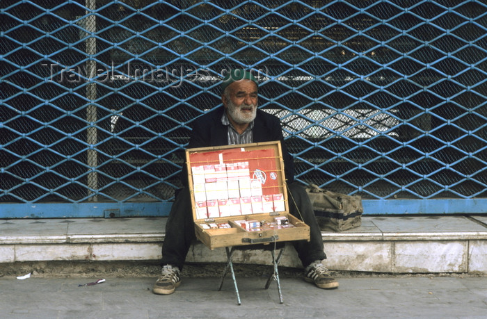 iran428: Iran - Qom: selling cigarettes - photo by W.Allgower - (c) Travel-Images.com - Stock Photography agency - Image Bank