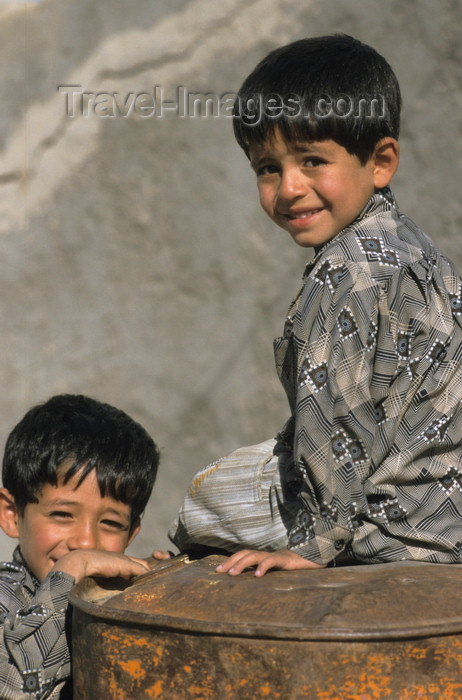 iran431: Iran - Takab / Tikab: Kurdish kids - photo by W.Allgower - (c) Travel-Images.com - Stock Photography agency - Image Bank