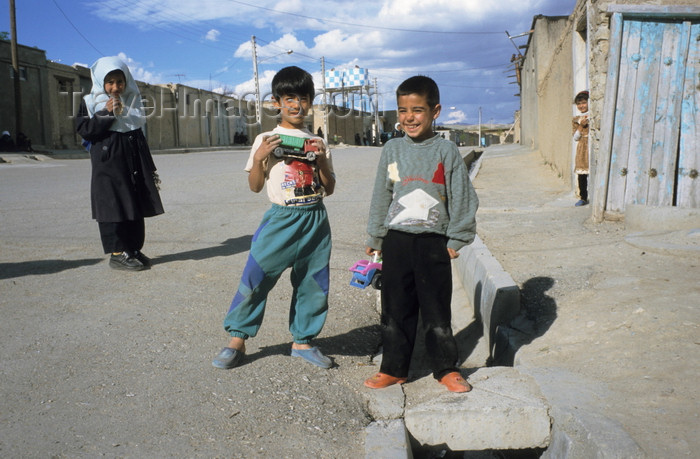 iran432: Iran - Takab / Tikab: Kurdish children on the street - photo by W.Allgower - (c) Travel-Images.com - Stock Photography agency - Image Bank