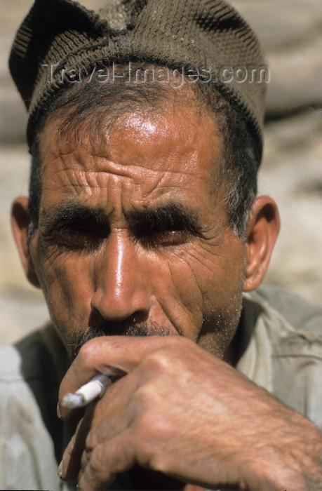 iran434: Iran: man smoking - photo by W.Allgower - (c) Travel-Images.com - Stock Photography agency - Image Bank