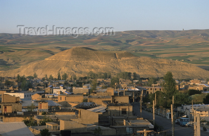 iran435: Iran - Takab / Tikab: the town and the hills - photo by W.Allgower - (c) Travel-Images.com - Stock Photography agency - Image Bank
