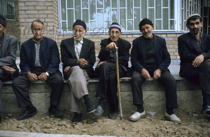 iran441: Iran: old men watch the world go by - photo by W.Allgower - (c) Travel-Images.com - Stock Photography agency - Image Bank