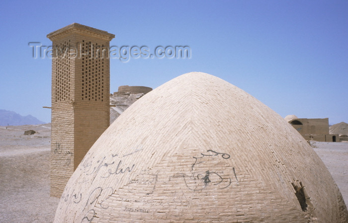 "iran46: Iran - Yazd: cistern and windcatcher, windtower or ""Badgir"" - traditional Persian architectural device used to create natural ventilation - photo by W.Allgower - (c) Travel-Images.com - Stock Photography agency - Image Bank"