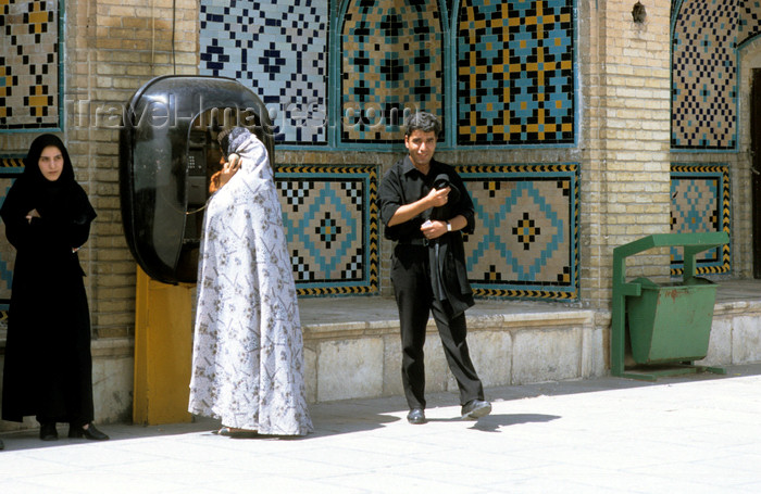 iran469: Iran - people at a public phone - photo by W.Allgower - (c) Travel-Images.com - Stock Photography agency - Image Bank