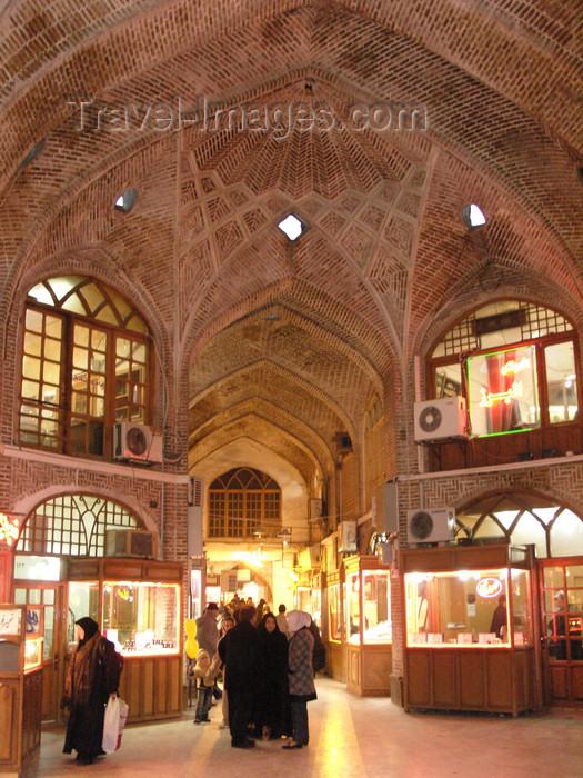 iran485: Tabriz - East Azerbaijan, Iran: 15th-century covered grand bazaar - vaulted hall - Tabriz bazaar - photo by N.Mahmudova - (c) Travel-Images.com - Stock Photography agency - Image Bank