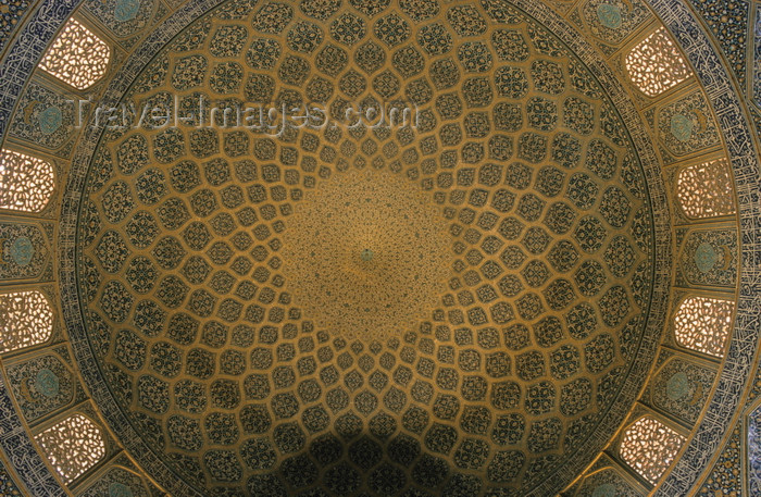 iran50: Iran - Isfahan: Sheikh Lotf Allah Mosque - interior of the dome - architect Muhammad Reza ibn Ustad Hosein Banna Isfahani - photo by W.Allgower - (c) Travel-Images.com - Stock Photography agency - Image Bank