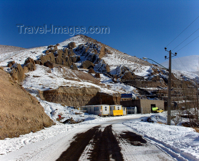 iran505: Kandovan, Osku - East Azerbaijan, Iran: snow covered road - village entrance - photo by N.Mahmudova - (c) Travel-Images.com - Stock Photography agency - Image Bank