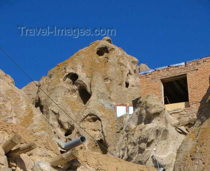 iran509: Kandovan, Osku - East Azerbaijan, Iran: the word 'Kandovan' is the plural for 'kando', meaning beehive, refering to the beehive like houses carved inside mountains - photo by N.Mahmudova - (c) Travel-Images.com - Stock Photography agency - Image Bank
