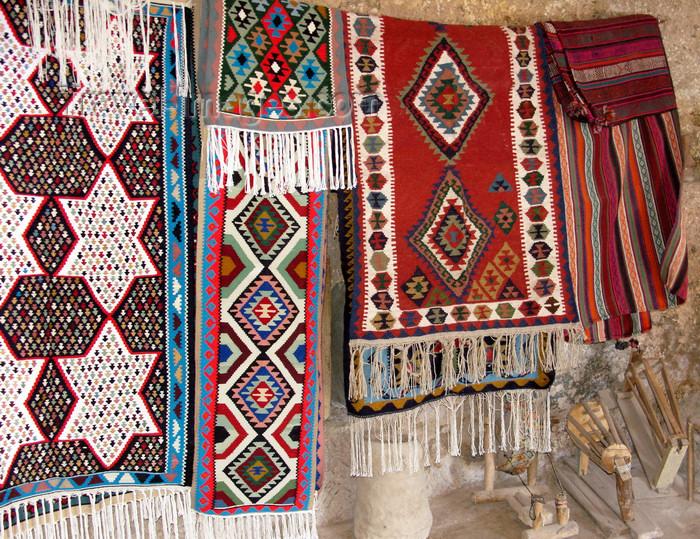 iran510: Kandovan, Osku - East Azerbaijan, Iran: carpets  - photo by N.Mahmudova - (c) Travel-Images.com - Stock Photography agency - Image Bank